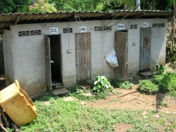 Toilets in Nai Soi