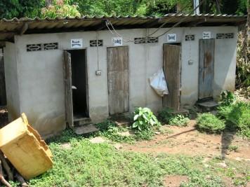 Toilets in Nai Soi