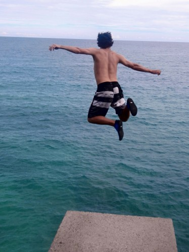 Cliff jumpin- Bohol Sea, Siquijor, Philippines
