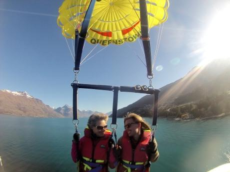parasailing Queenstown