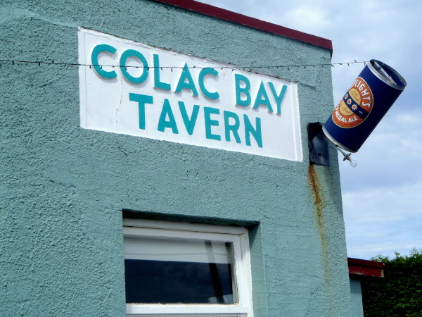 Colac Bay tavern New Zealand