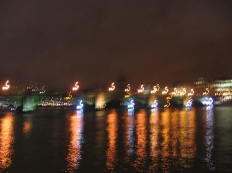 London Thames blur