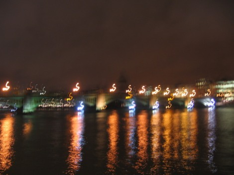 London Thames blur