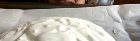 making Kiwi pavlova